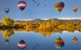 Flying Air Ballons Reflections