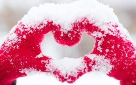 Love heart Snow Hands 5K